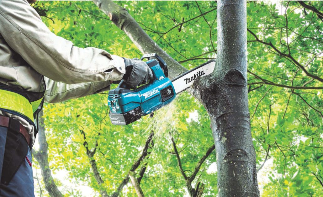 Makita's New Cordless Chainsaw