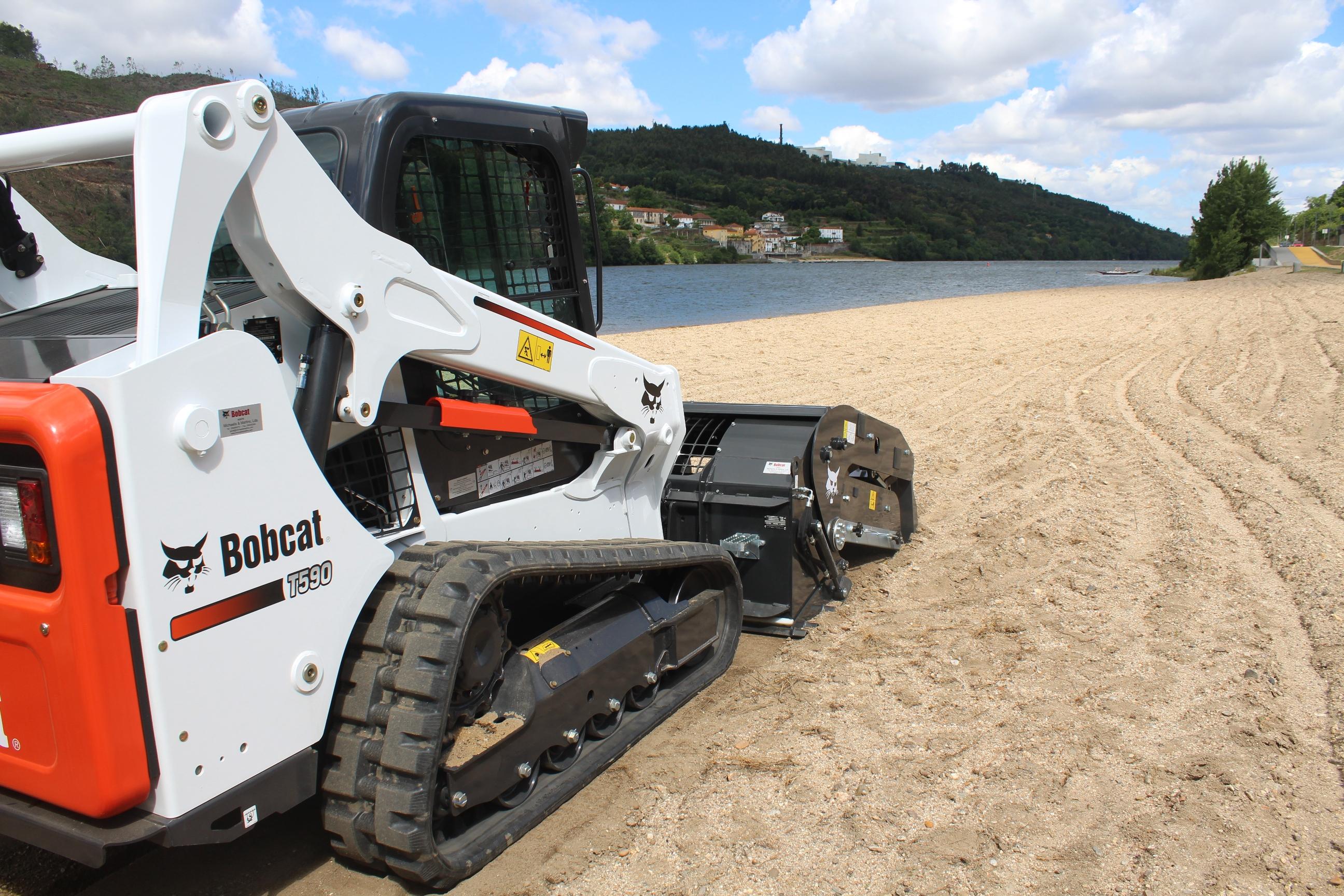Bobcat Attachment Cleans Douro River Beaches