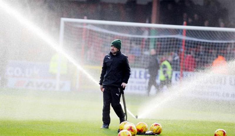 Swindon boss praises groundsman