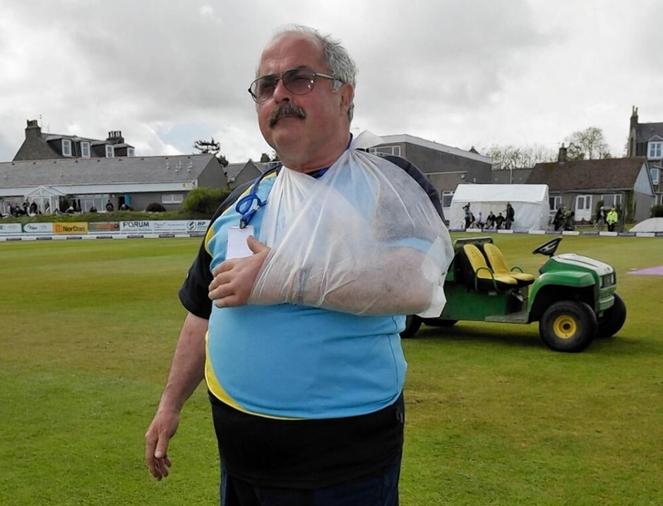 Cricket groundsman to stand down