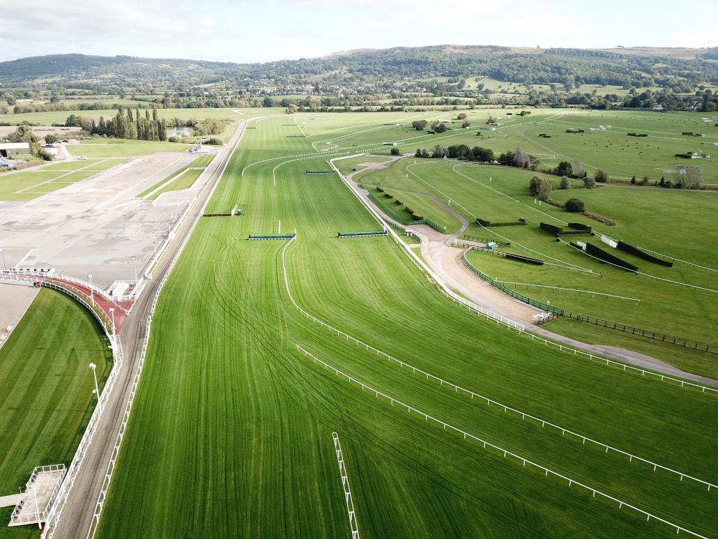 Photo of Cheltenham Racecourse from above.