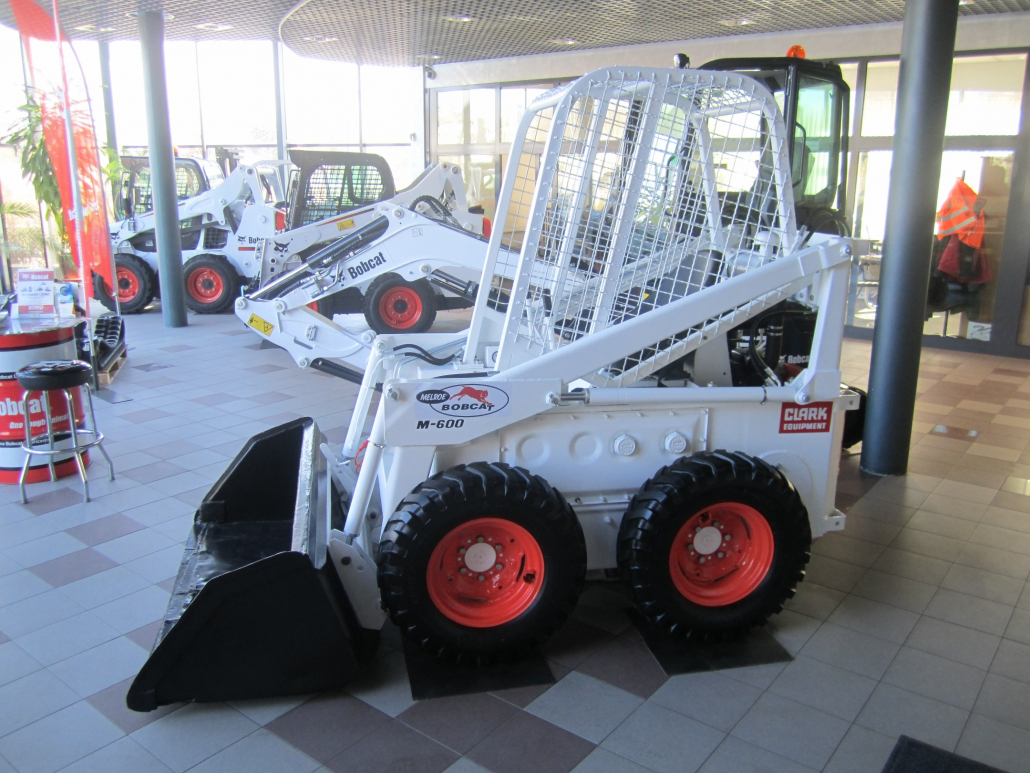 Bobcat dealer resurrects M-600D loader