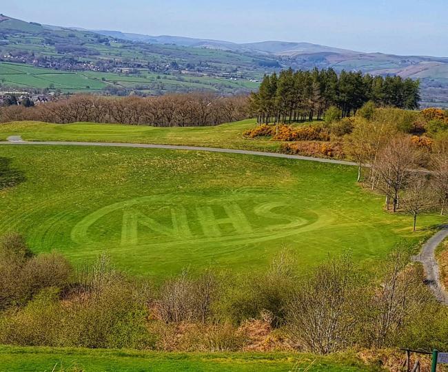Golf Club's NHS tribute