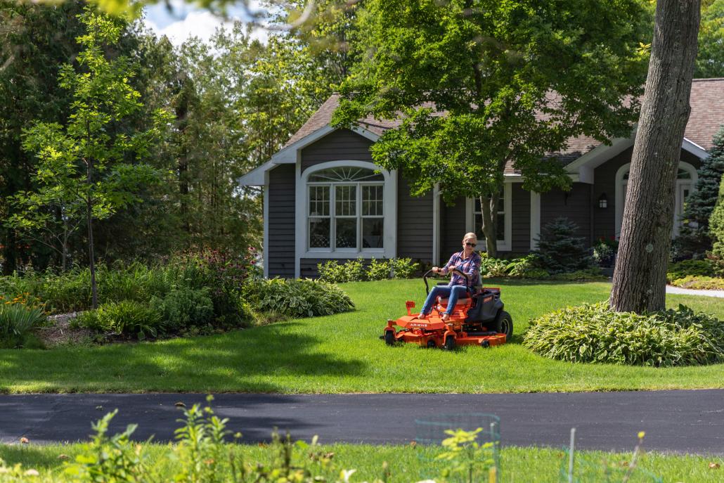 Zero-turn versus ride-on lawnmower