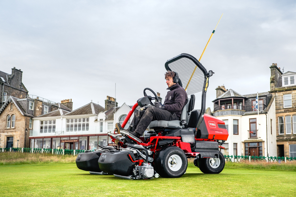 All electric Toro greesmowers for St Andrews